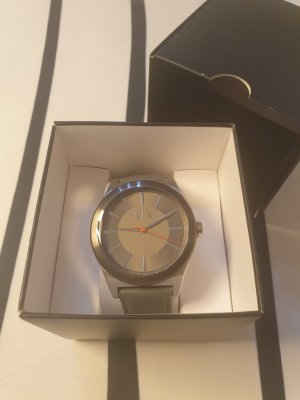 Armani Exchange Montre avec bracelet en cuir gris