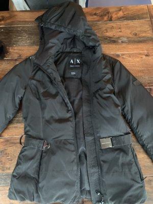 Armani Exchange Übergangsjacke mit Kapuze und Gürtel in schwarz in Größe XS