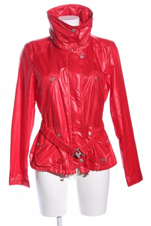Armani Exchange Cortaviento rojo look casual