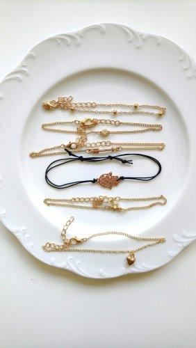 Armbänder schwarz gold mit verschiedenen Anhängern