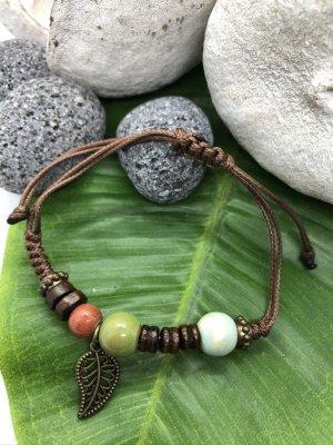 Armband 3 Keramikperlen blassgrün grasgrün lachs Anhänger Blatt