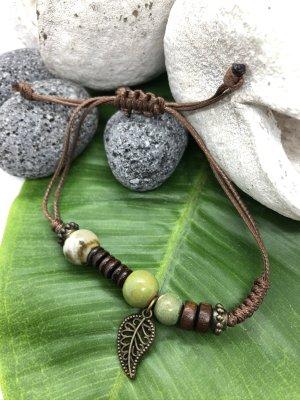 Armband 3 Keramikperlen mint grasgrün hellbeige Anhänger Blatt
