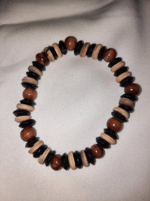 Armband aus Holzperlen