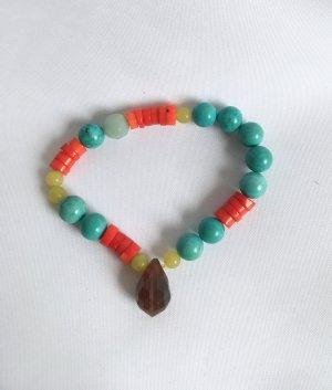 Armband aus hübschen Steinen