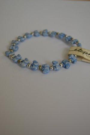 Armband aus kleinen blauen Elefanten