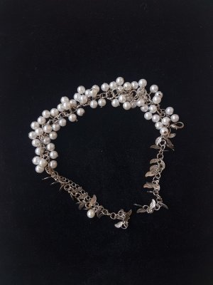 Anklet white-silver-colored