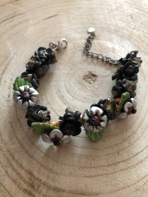 Armband Leder 4 Blüten D. 1,5cm silbergrau schwarz Blätter grün Boho Ethno 25 cm Länge