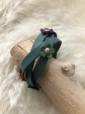 Armband Leder geflochten kadettblau 5 Blüten 22,5x2,3 cm