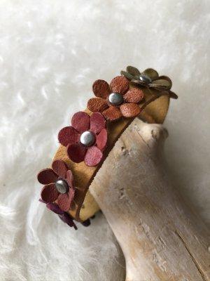 Armband Leder goldorange 9 bunte Blüten 20,5x1,5 cm
