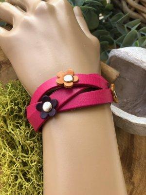 Armband Leder pink geflochten 5 Mini Blüten 22,5x2,3cm Umfang 16/18cm Druckknopfverschluß