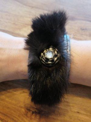 Armband mit Fell