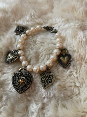 Armband mit Herzen