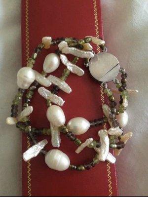 Armband mit Muschelperlen