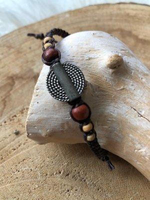 Armband silberfarbenes Kreisornament 1,5 cm Holzperlen Baumwollbändchen braun