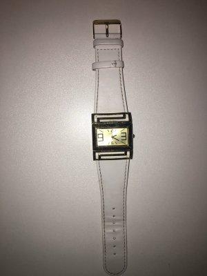 Reloj con pulsera de cuero blanco