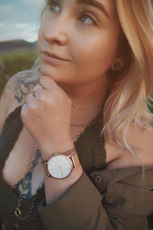 Zegarek z metalowym paskiem brąz-w kolorze różowego złota