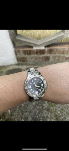adoras Montre avec bracelet métallique argenté