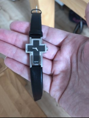 Armbanduhr in Kreuzform