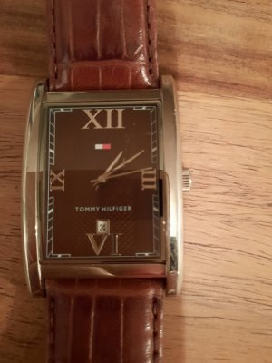 Tommy Hilfiger Montre avec bracelet en cuir brun