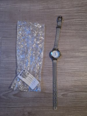 Watch With Metal Strap white-silver-colored