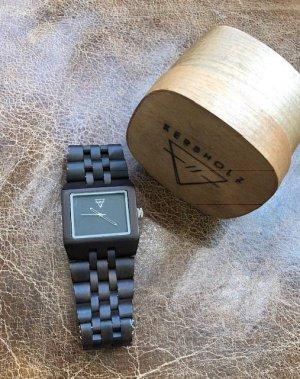 Armbanduhr von Kerbholz, Holzuhr dunkelbraun