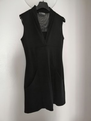 Armelloses Jerseykleid mit Taschen und im Schulterbereich transparent