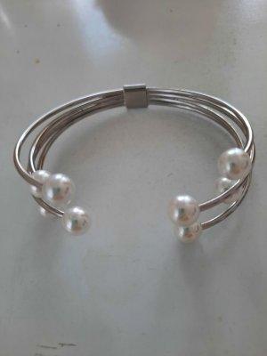 Avon Brazalete de perlas color plata