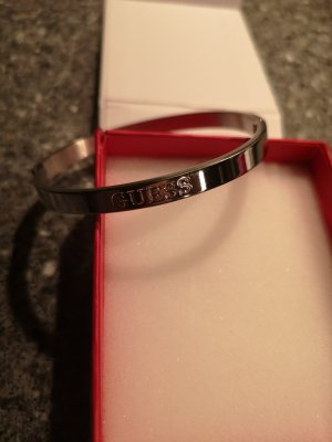 Guess Brazalete color plata metal
