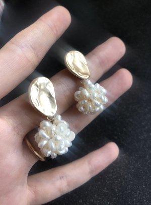 Anthropologie Orecchino di perle oro-bianco sporco