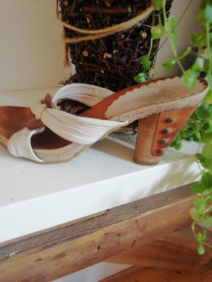 AS98 Wedge Pumps natural white