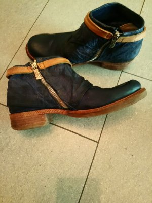 Air Step Cut Out Booties dark blue