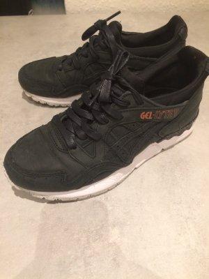 Asics Basket à lacet noir