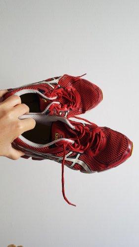 Asics Basket à lacet rouge