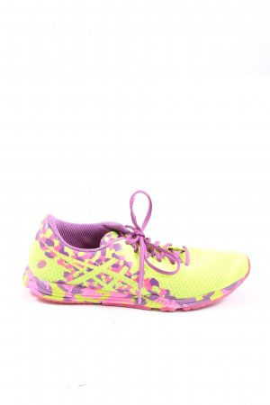 Asics Schnürsneaker blassgelb-pink abstraktes Muster sportlicher Stil