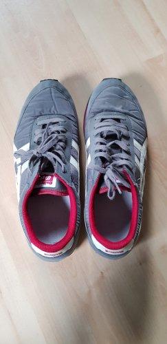 Asics Basket à lacet gris