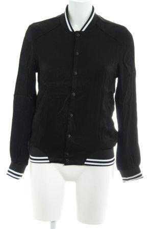 Asos Bomberjacke schwarz-weiß Street-Fashion-Look