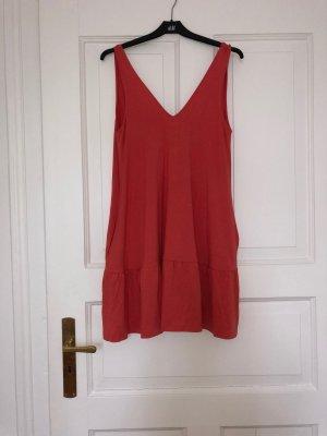 ASOS DESIGN Petite – Kurzes Sommerkleid mit verdeckter Tasche und Stufensaum in Koralle