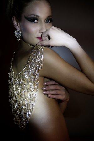 Asos Halskette mit Schmucksteinen