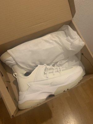 ASOS Sneaker in Weiß mit dicker Sohle