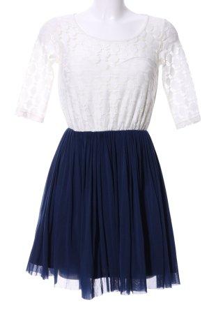Asos Spitzenkleid weiß-blau Casual-Look