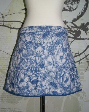 Asos Stepp-Rock, Blumenmuster, blau-weiß, Gr. 46 (UK18) NEU
