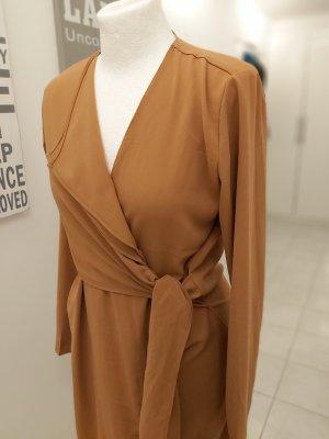 Parallel Lines Kopertowa sukienka cognac