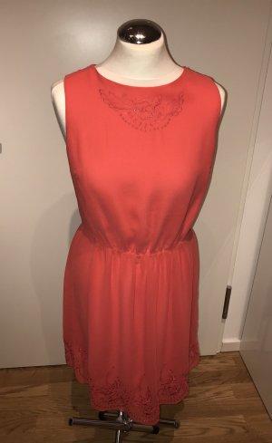 Asos: Zauberhaftes rückenfreies Kleid mit Stickerei in Korallrot Gr. 38 neu