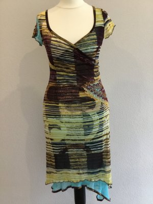 Asymmetrisch geschnittenes Kleid