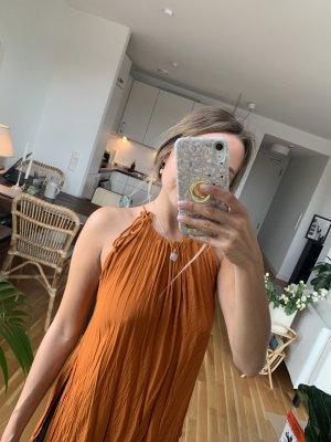 Asymmetrisches Top mit Neckholder zum Schnüren orange freier Rücken