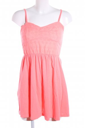 Atmosphere Vestido bandeau rosa look casual