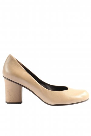 Audley High-Front Pumps cream casual look
