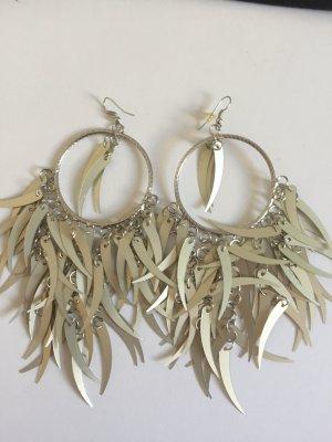Auffällige Ohrringe