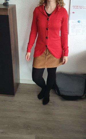 auffällige rote Jacke