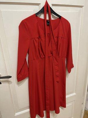 • Aufregendes rotes Kleid •• [H&M]